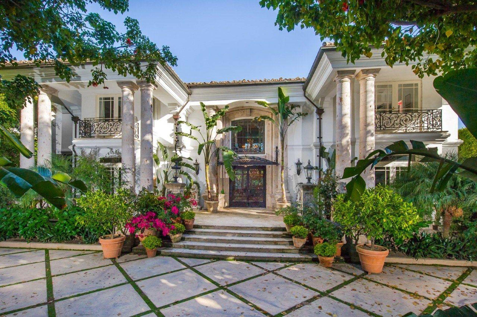 See Celebrity Mansions in Hollywood, Beverly Hills and Bel Air