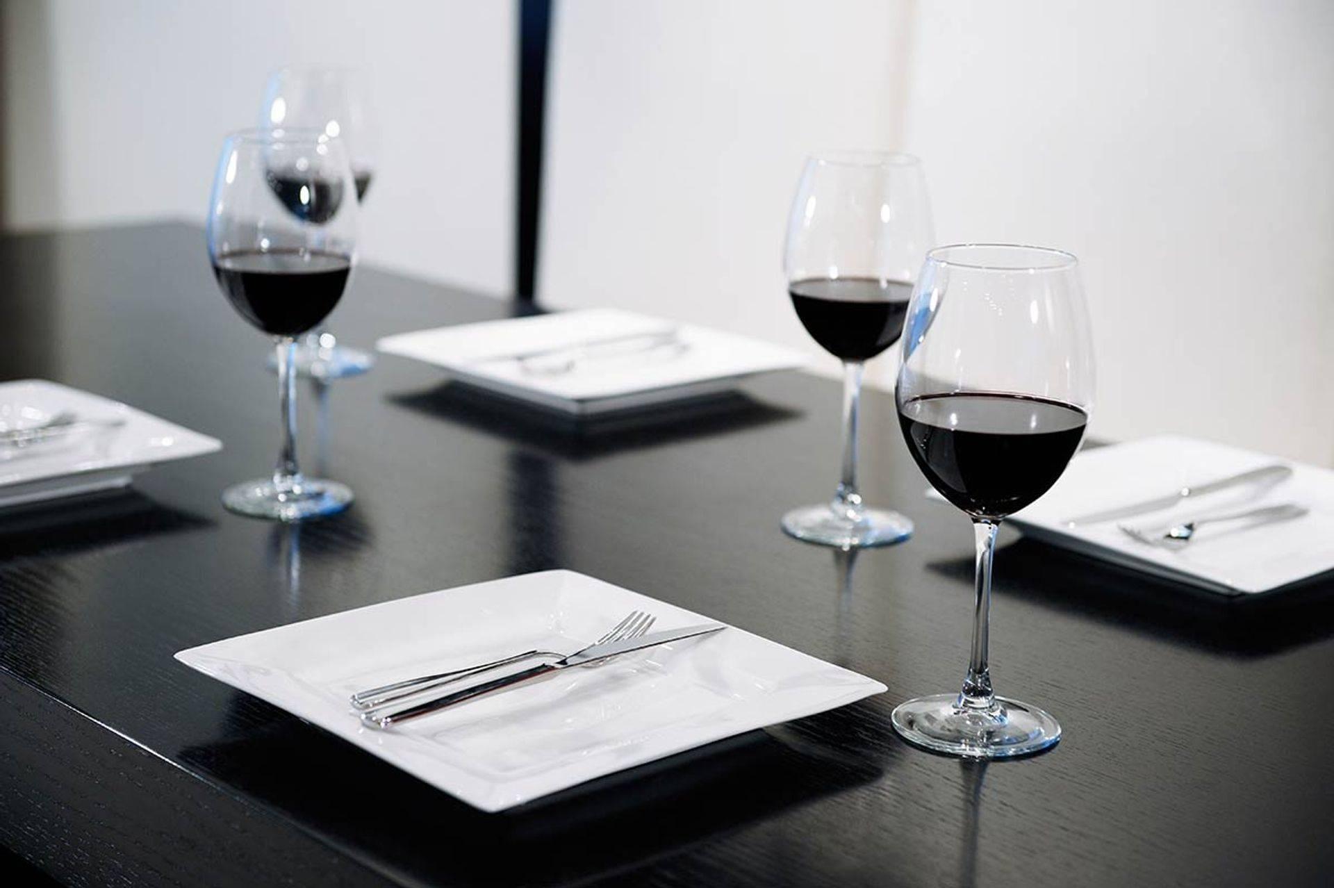 Wine, fine restaurant, Full bar