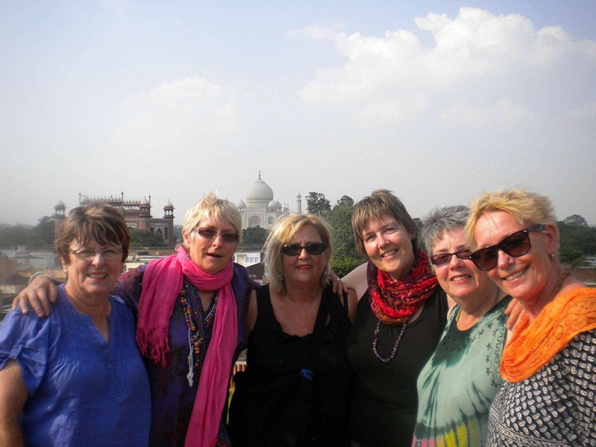 alt= Travel group in front of Taj mahal, Agra, India