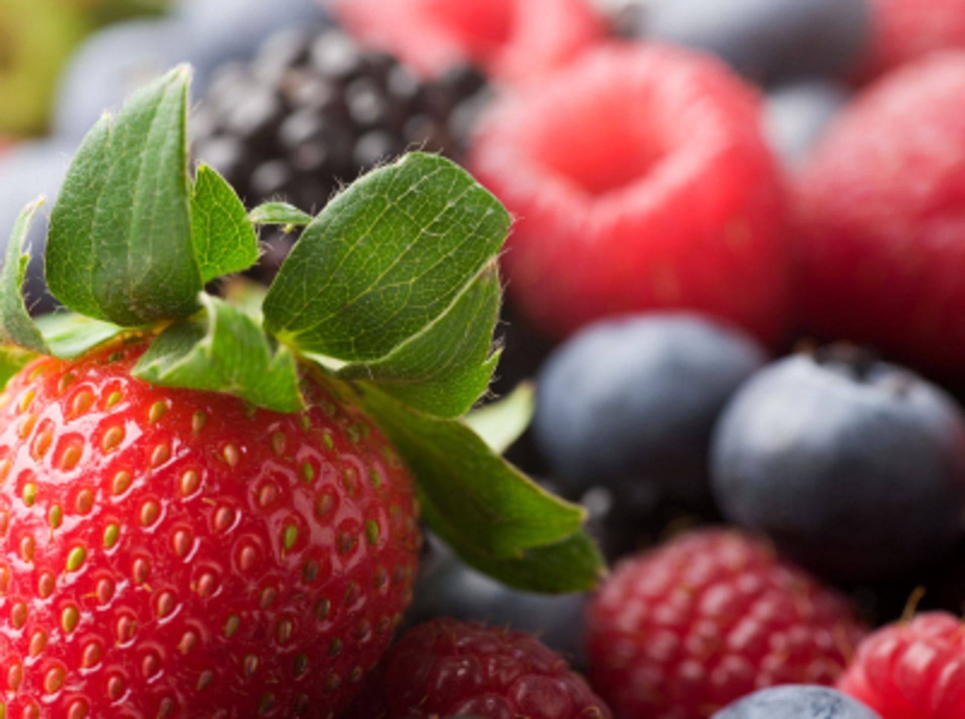 Integrative Nutrition incorporates berries high in polypgenols