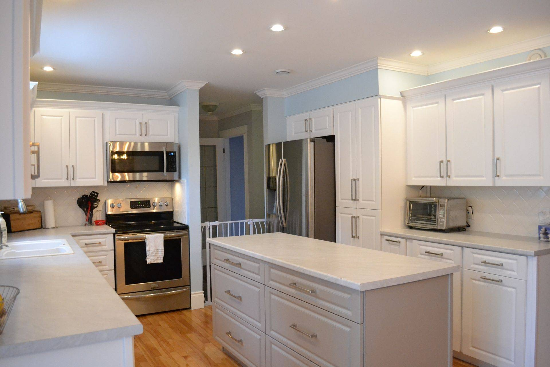 Kitchen specialist in cabinet refacing and refinishing for Kitchen cabinet refacing