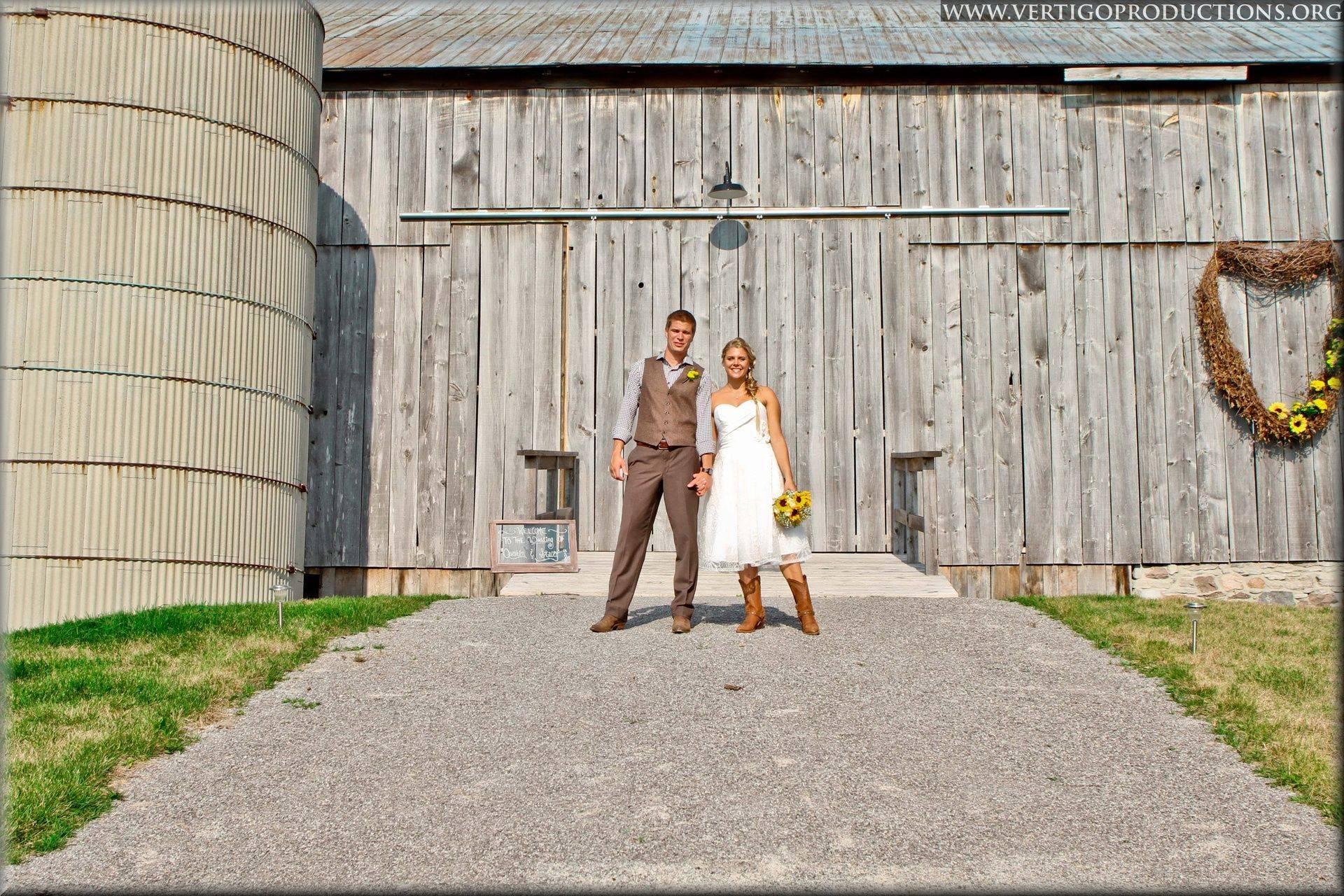 Ontario farm wedding, ontario barn wedding, Brockville wedding photographer, Fenelon Falls Ontario, vertigo productions photography