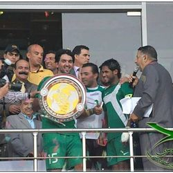 Nashat Akram holds the Iraqi League trophy with close friend Amjad Kalaf in 2013