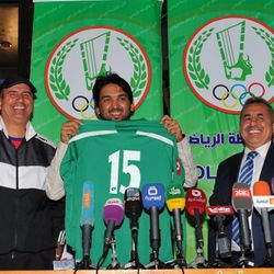 Nashat re-signing for Al Shorta in 2013