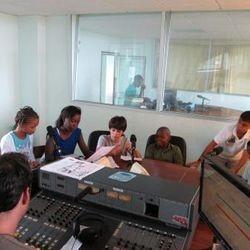o programa de rádio 100% IDF