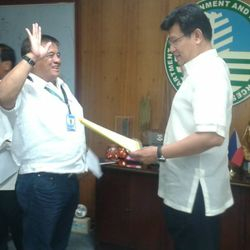 Promotion from CENRO to PENRO of Dr. Isidro L. Mercado of the Province of Laguna — OATH TAKING OF PENRO MERCADO WITH THE SECRETARY
