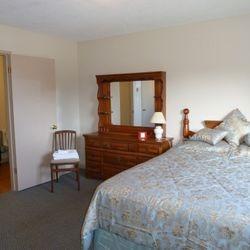 Queen bed private with en-suite