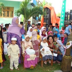 Orphanages of Bustanuddin with one of our major generous donor during Maulid 2012