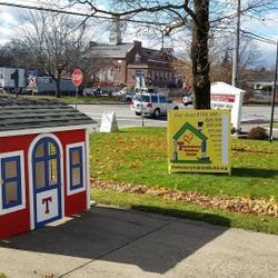 "The ""Tewksbury Pride"" Playhouse auctioned off to support the build"