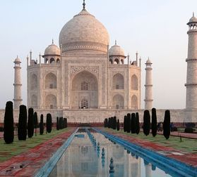 "womens travel.jpg alt= taj mahal at dawn "">"