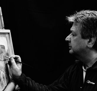 Artist at work - Ray Bradshaw