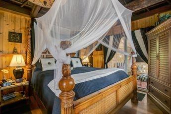 Romantic  Accommodations