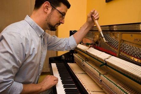 Adam Schulte-Bukowinski piano tuner